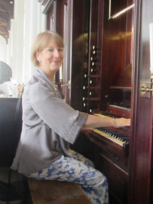 1 Anne Page at the Lincoln organ a