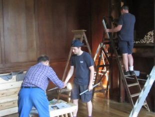 4 Kevin and Mark helping edward dismantle the Byfield organ at Finchcocks a