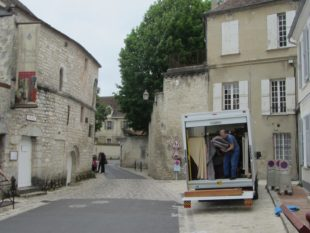 6 Edward unpacking the Byfield organ at Provins museum a
