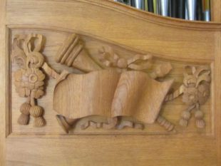 7-den-haag-english-church-carving-under-the-flats-by-dg-in-1986