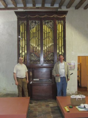 7 proud new owner, Alan Rubin, and the Museum curator Luc Duchamp with the re-assembled Byfield organ a